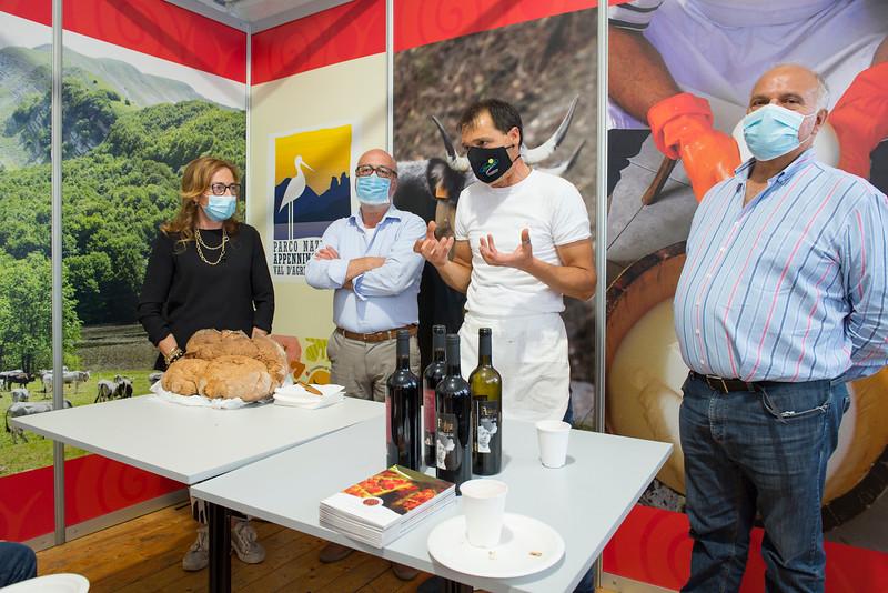 Laboratorio con la partecipazione dei produttori e degustazione di formaggi aromatizzati con vinaccia e alloro in abbinamento a prodotti e vini del Parco Nazionale dell'Appennino Lucano Val d'Agri Lagonegrese