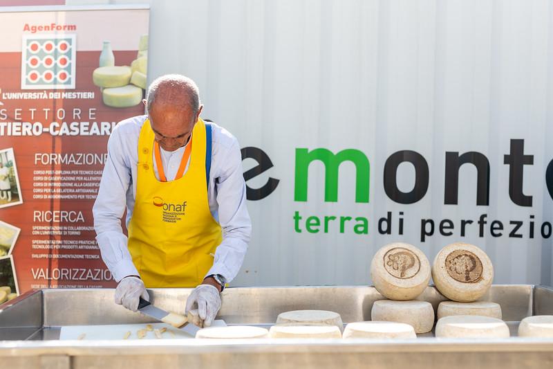 Marchiatura a fuoco del Plaisentif, a cura di Guido Tallone e Associazione Casari e Casare.<br /> © Paolo Properzi / Archivio Slow Food