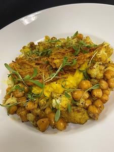 Vegetarian – Saffron risotto, indian fried onions, sautéed spiced cauliflower & chick peas