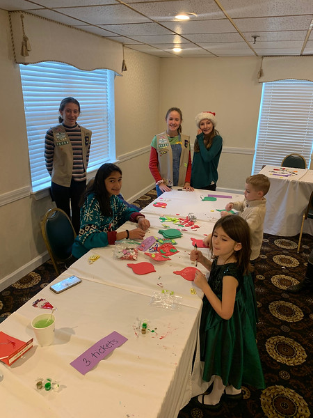 Kids enjoy arts and crafts at the Regency.
