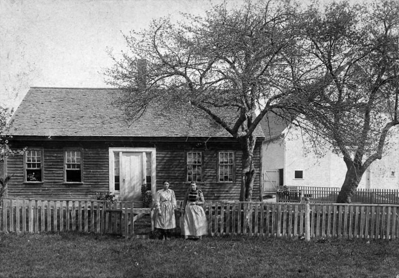 Mrs Edward and Hattie Dryden in 1899, 77 Westford St AC Perham born here 1882