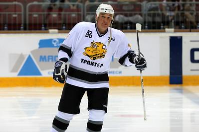 Анвар Гатиятулин. Тренер МХК «Белые Медведи», выступал за «Трактор» с 1995 по 1999 год и провел за клуб 190 матчей.