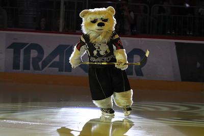 Белый медведь - талисман Трактора