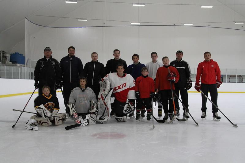 В челябинском ледовом дворце «Айсберг» продолжаются летние тренировочные сборы для молодых хоккеистов
