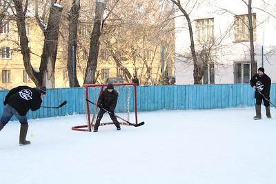 Хоккей на валенках. Челябинск, улица Крупской 44, двор. 1 марта 2014