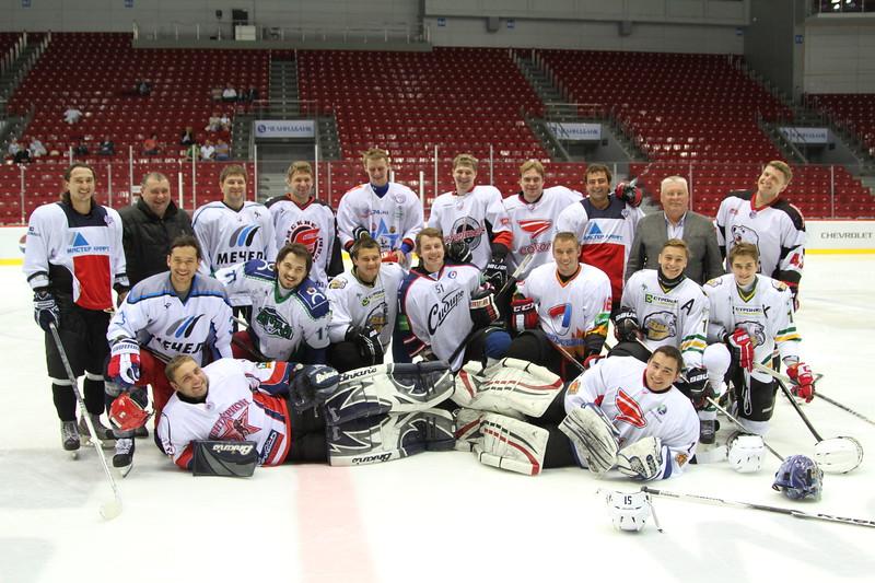 Дамир Кабиров и Виктор Труфанов рассказывают в интервью 74hockey.ru о своих воспитанниках.