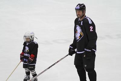 По сложившейся традиции хоккеисты челябинского Трактора сыграли со своими болельщиками в завершающем матче уходящего сезона.