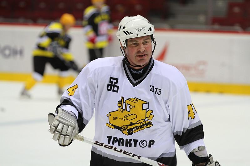 Накануне в челябинском ледовом дворце Трактор состоялся благотворительный матч в поддержку воспитанника хоккейной школы Трактор, чемпиона мира в составе сборной России Валерия Карпова