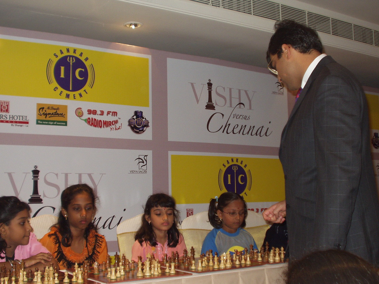 Vishy moves in for the kill