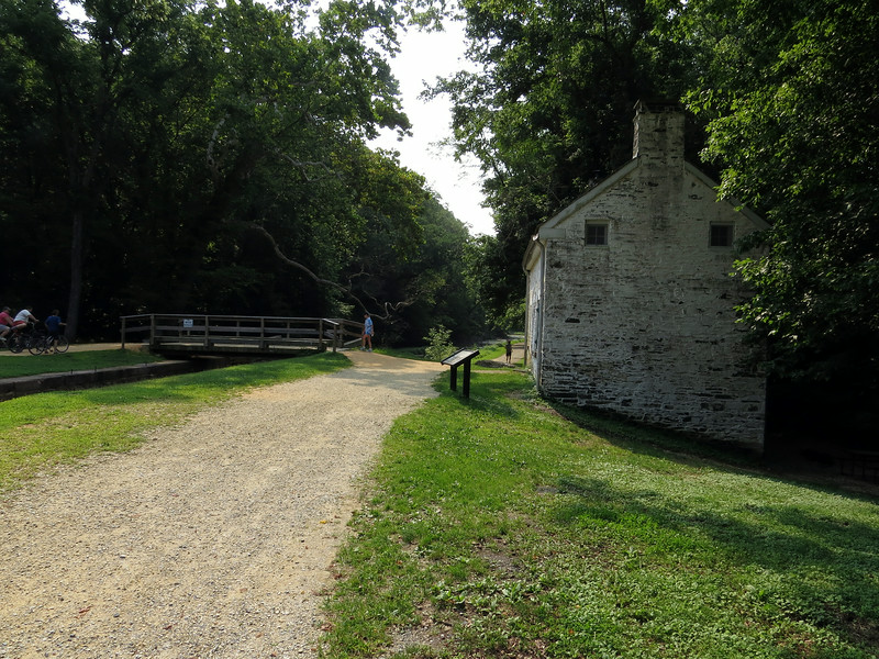 Towpath side lockhouse for Lock 22