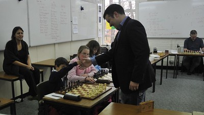 GM Nick Pert took on the 100 - 150 group.