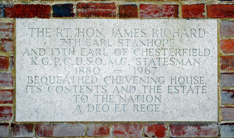 A self-explanatory inscription on the wall surrounding the Estate.  19.06.2015  11393