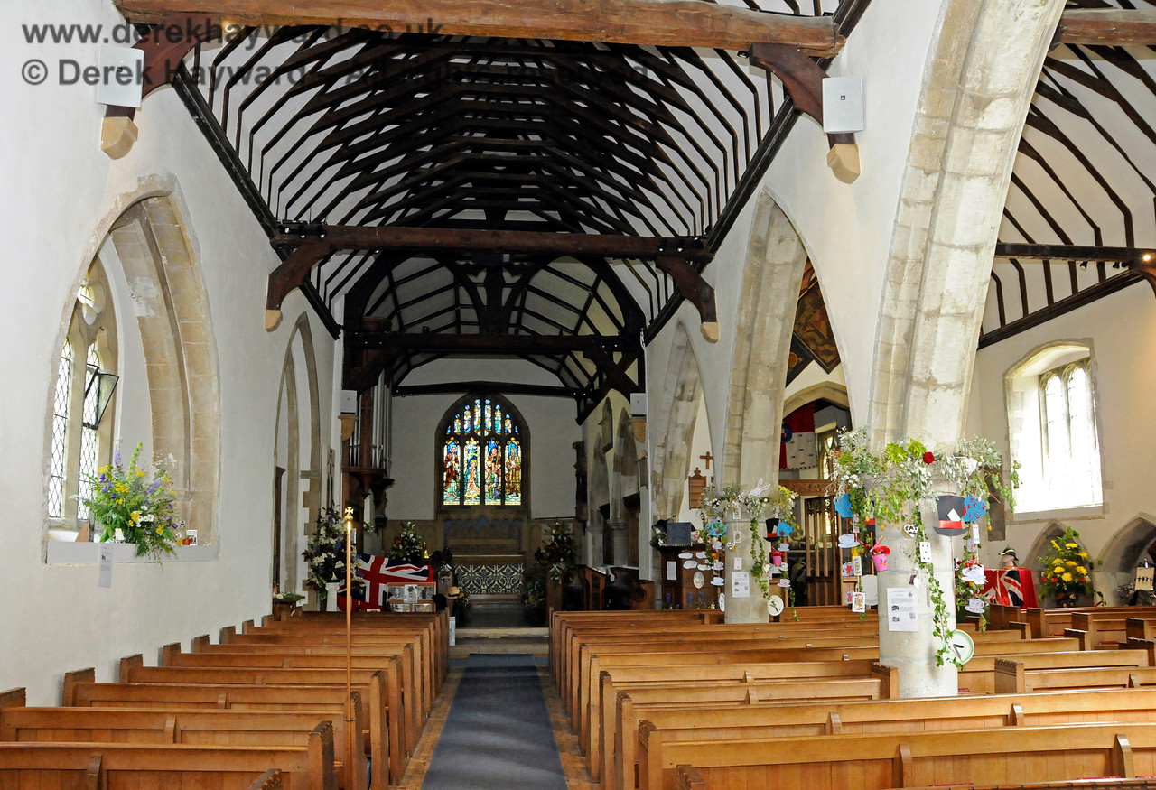 The Nave and North Aisle of St Botolphs Church, Chevening.  19.06.2015  12791
