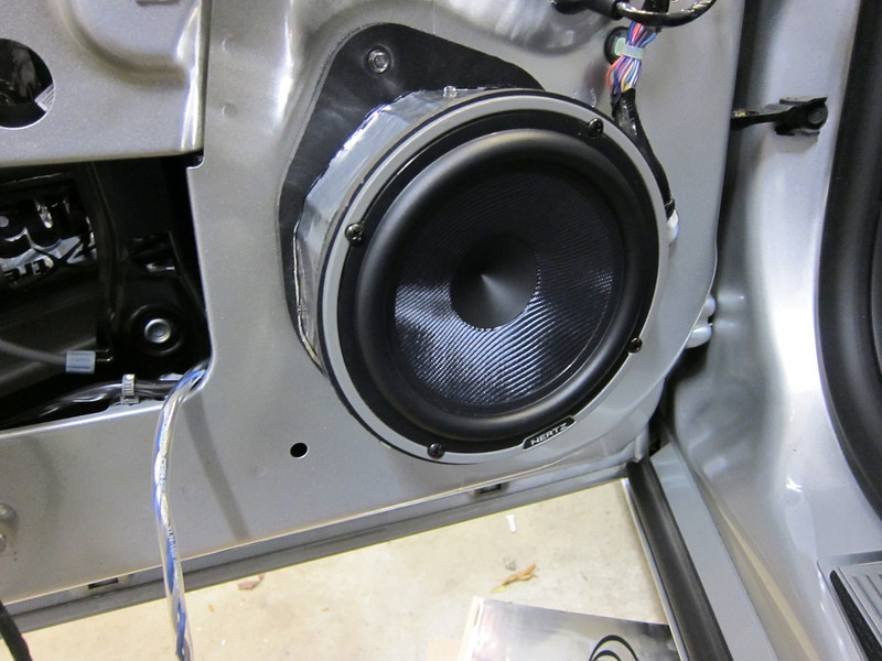 "Aftermarket speaker and speaker adapters from  <a href=""http://www.car-speaker-adapters.com/items.php?id=SAK075""> Car-Speaker-Adapters.com</a>  installed."