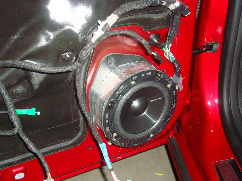 """Aftermarket speaker and speaker adapter    from  <a href=""""http://www.car-speaker-adapters.com/items.php?id=SAK075""""> Car-Speaker-Adapters.com</a>    installed"""