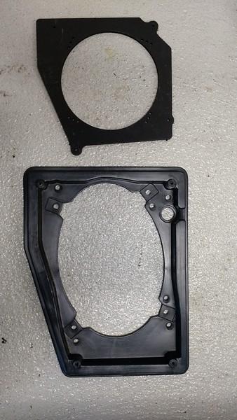 "Top: Speaker adapter  from  <a href=""http://www.car-speaker-adapters.com/items.php?id=SAK082""> Car-Speaker-Adapters.com</a>   <br>  Bottom: Factory speaker housing"