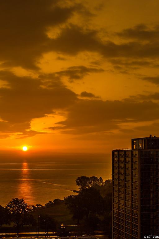 IMAGE: https://photos.smugmug.com/ChiTown/Sun-Moon-Sky/i-RZgRLZX/0/XL/3004%20edit-XL.jpg