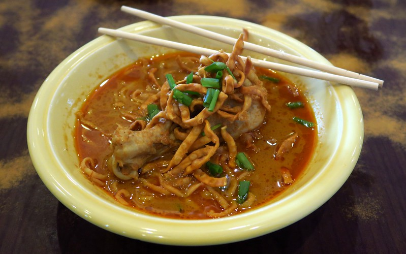 Eating khan soi in Chiang Mai