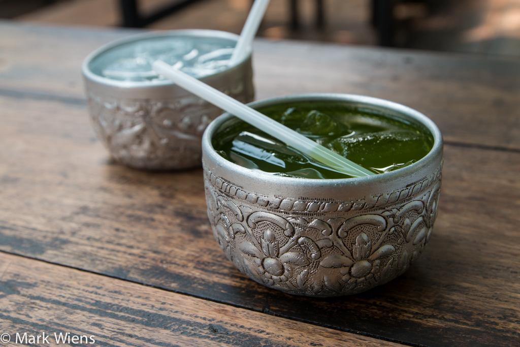Drinks served in kan nam (ขันน้ำ)
