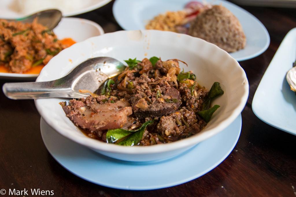Larb khua moo (ลาบคั่วหมู)