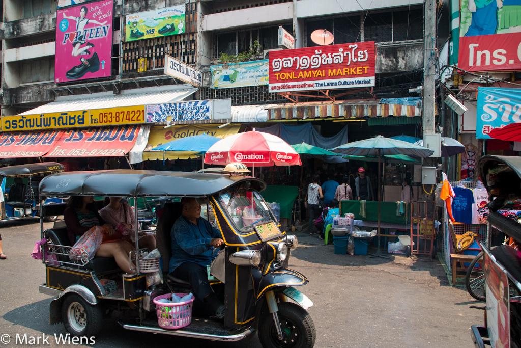 Ton Lamyai Market (ตลาดต้นลำใย)