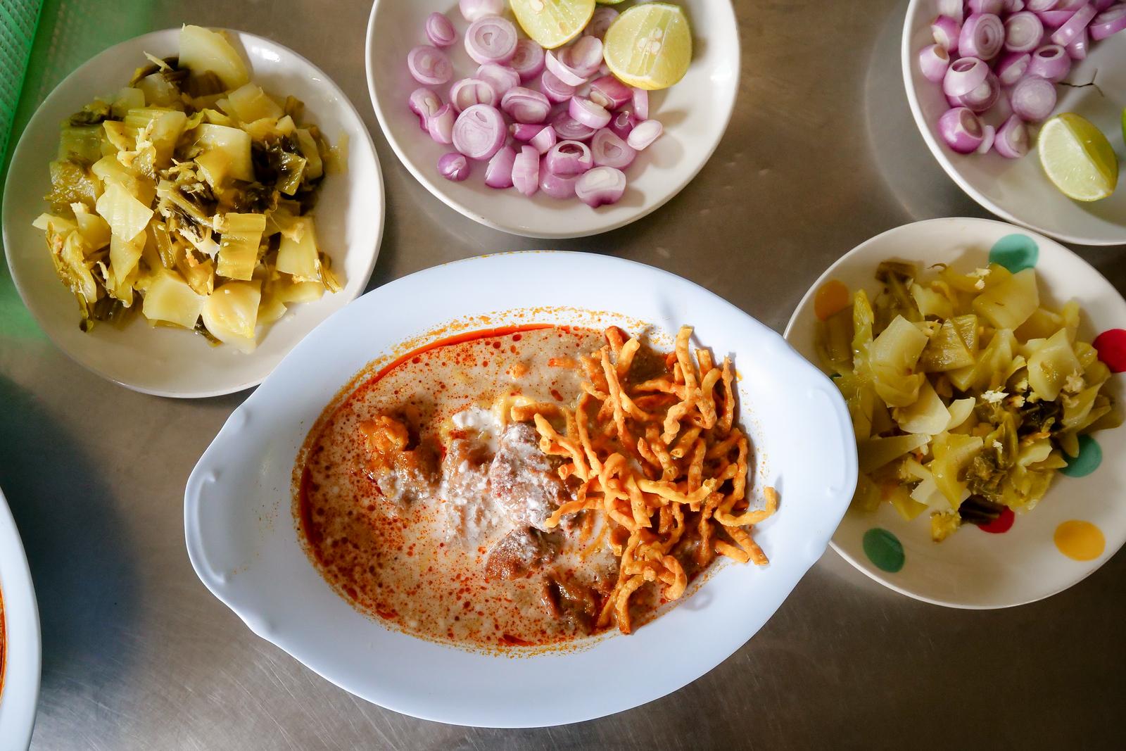 Beef khao soi (ข้าวซอยเนื้อ)