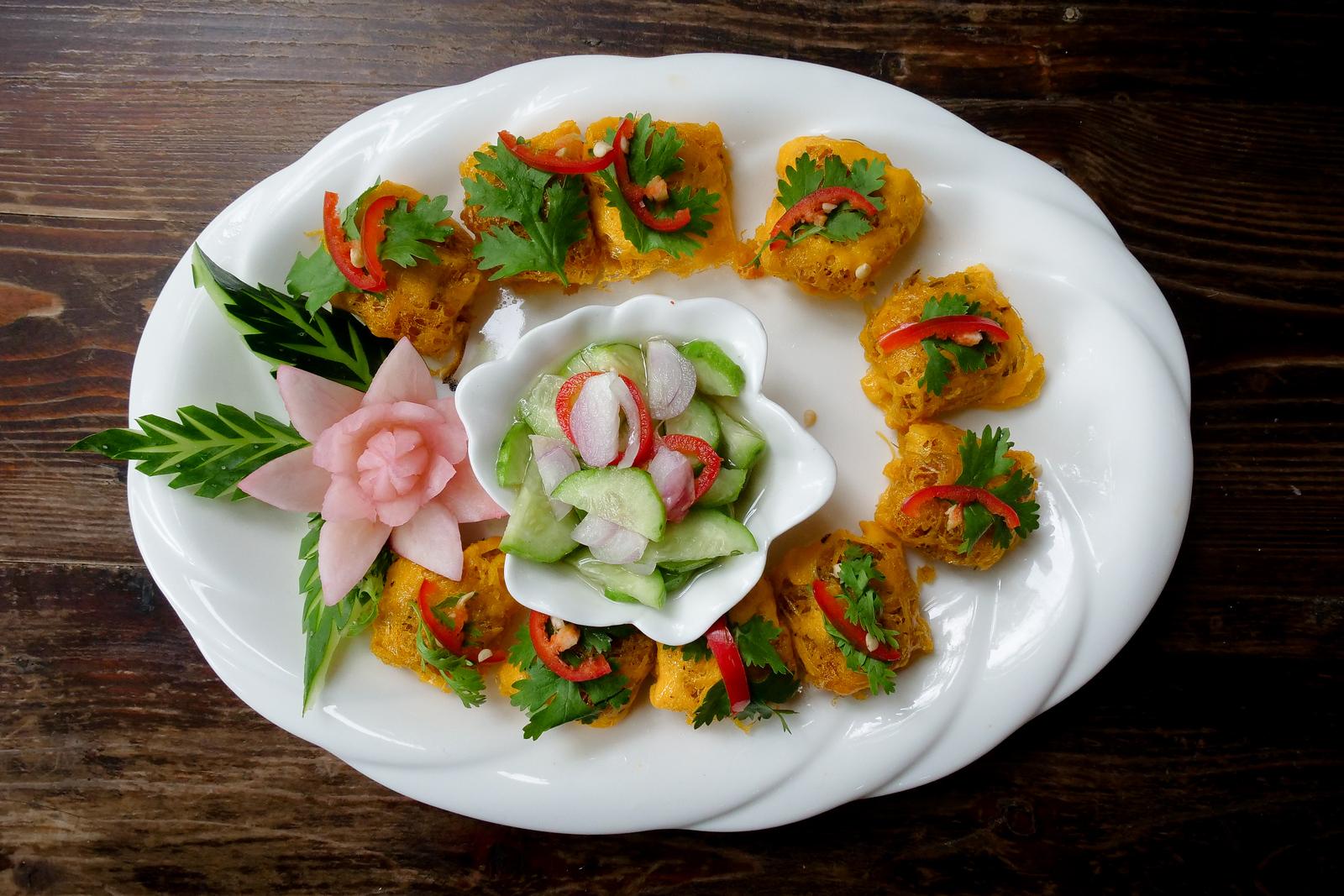 LA thiang街的房间是这家餐厅的华丽和精美可口的皇家传统泰菜
