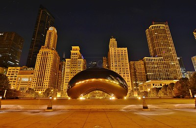 Cloud Gate at night.