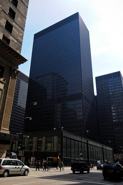 modernist skyscraper architecture Federal Center Plaza