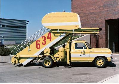 Stairway Truck 634 Ohare Airport