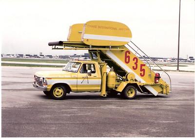 Stairway Truck 635  Ohare Airport