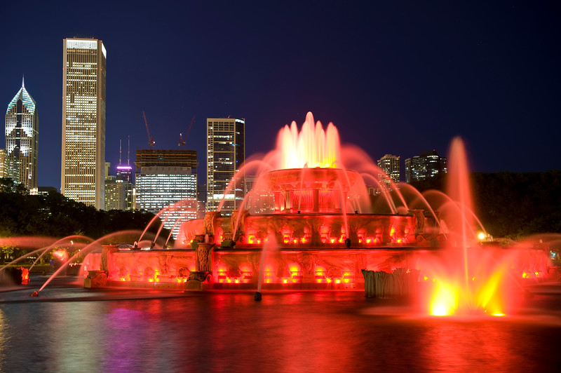Buckingham Fountain glows at dusk with downtown Chicago in the background