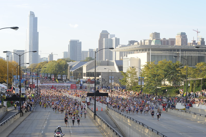 Thousands of runners at the start of the Chicago Marathon