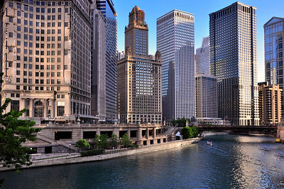 Chicago skyscrapers in front of Chicago river