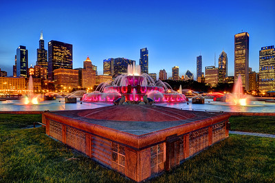 Buckingham Fountain with Chicago Skyline in background