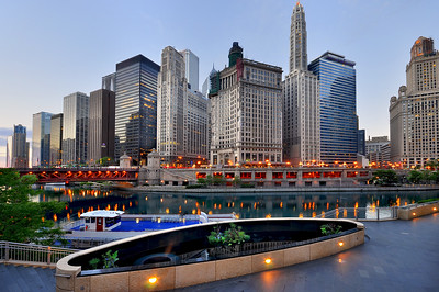 Panoramic view of Downtown Chicago and Chicago river