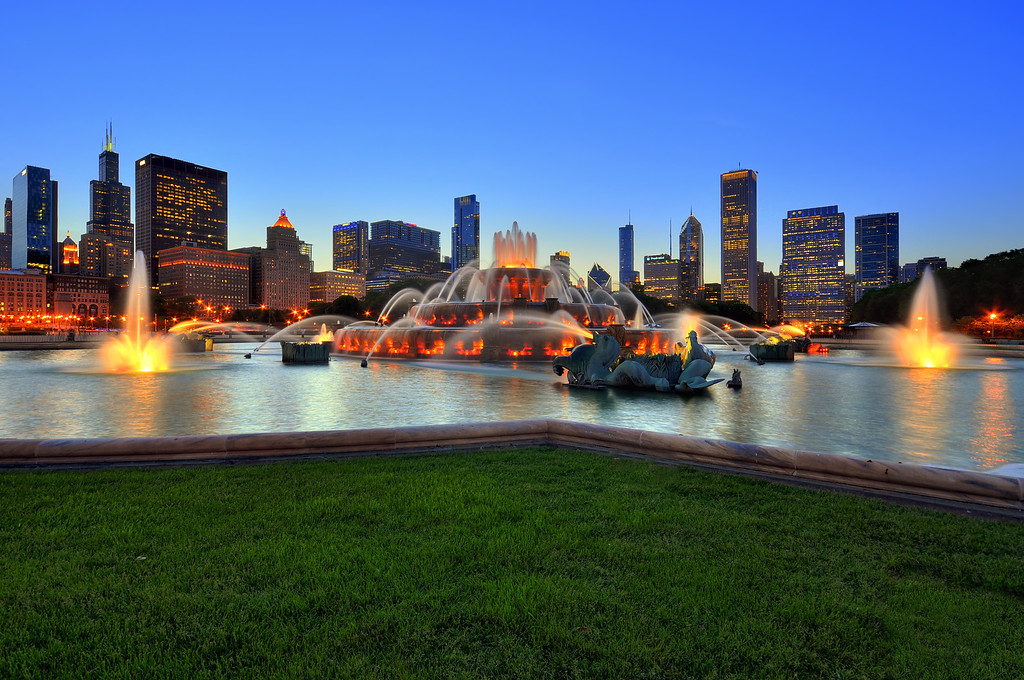 Panoramic view of Buckingham Fountain and Chicago Skyline