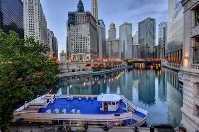 Wide angle view of Chicago River and downtown Chicago