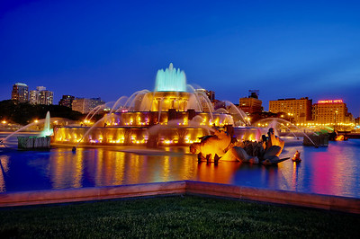 Night shot of Buckingham Fountain, Downtown Chicago