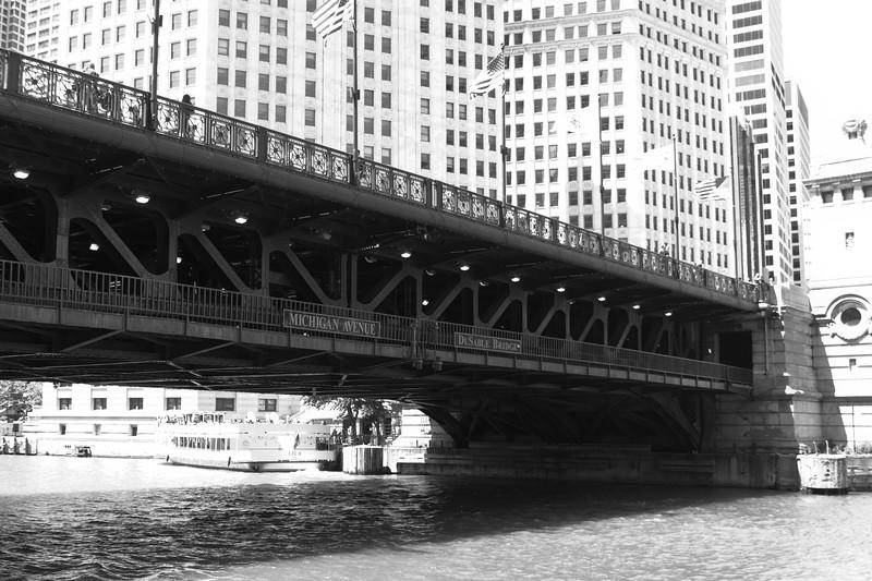michigan avenue bridge chicago river black white