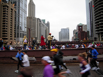 Mile 2. A quick return back into the loop over the Chicago River again.