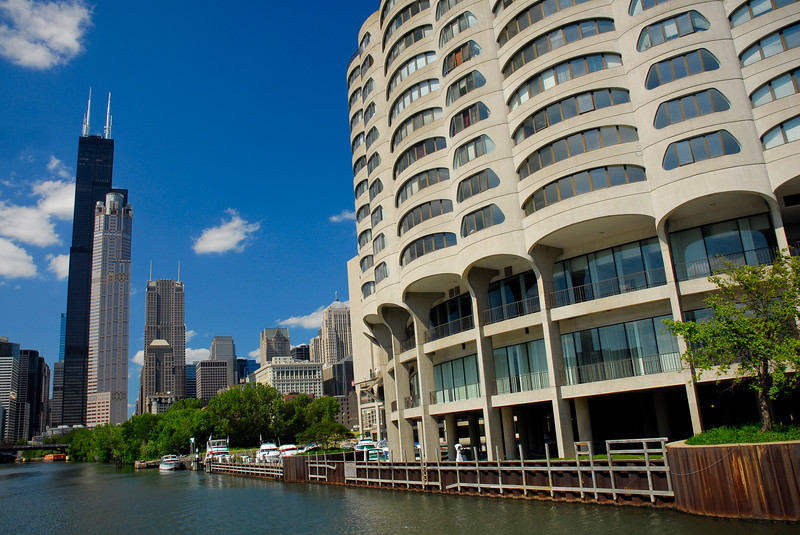 River City apartments & condos on the Chicago River with the skyline in the background.