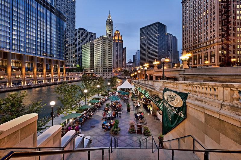 Riverside restaurant along the Chicago River