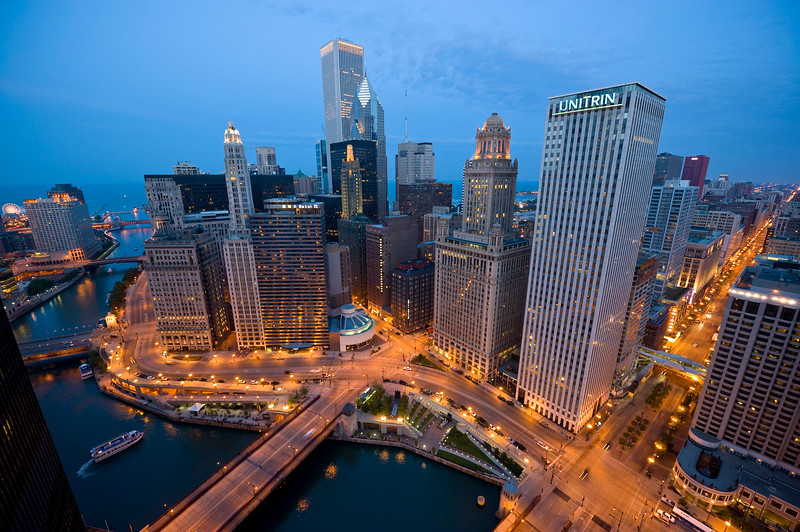 Aerial view of the Chicago River bend from Michigan Avenue to State Street and area skyscrapers.
