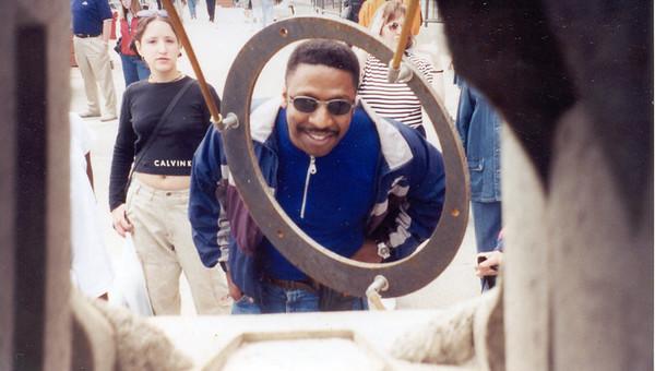 1999-5-14 Navy Pier looking thru hoop