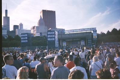 1999-6-25 03 EWF Concert in Grant Park