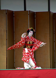 Geisha preforms at the Ginza Fest, Chicago