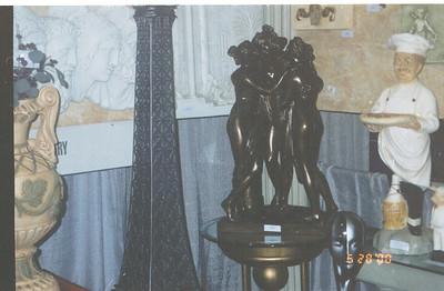 2000-5-20 09 -Statues