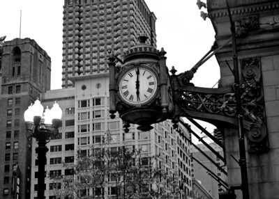 The famous State Street Marshall Fields clock