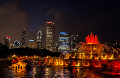Buckingham Fountain and the Chicago skyline